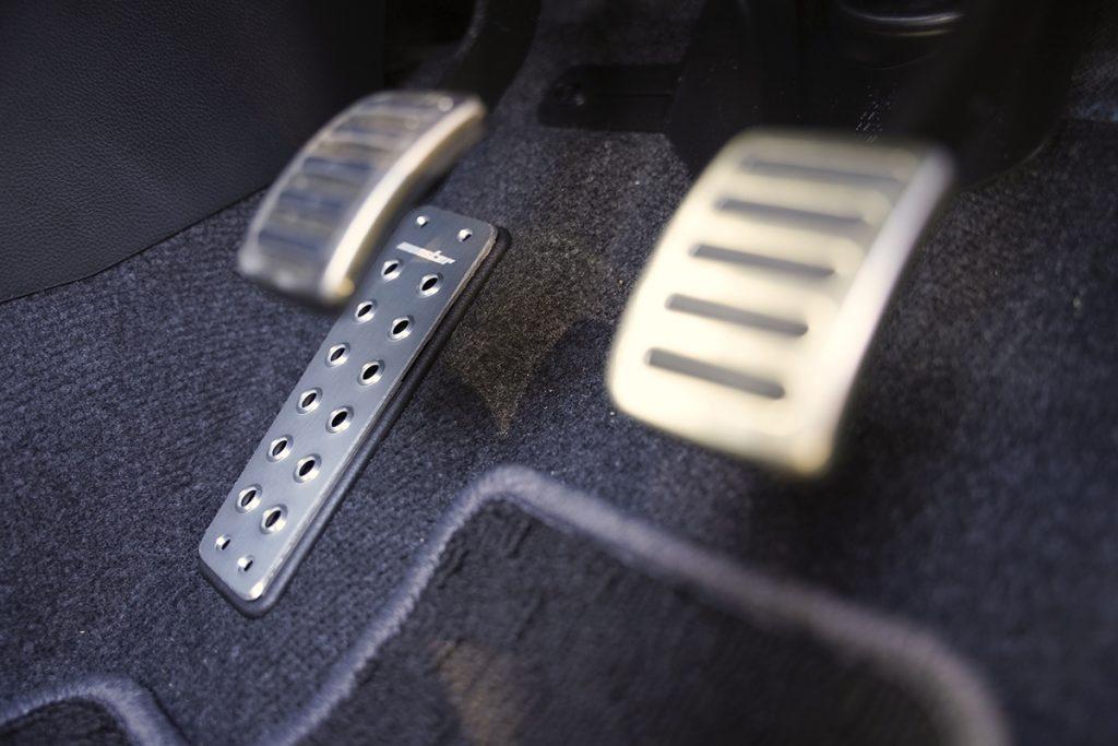 スズキ スイフトスポーツ ZC33S フットレストカバー装着after