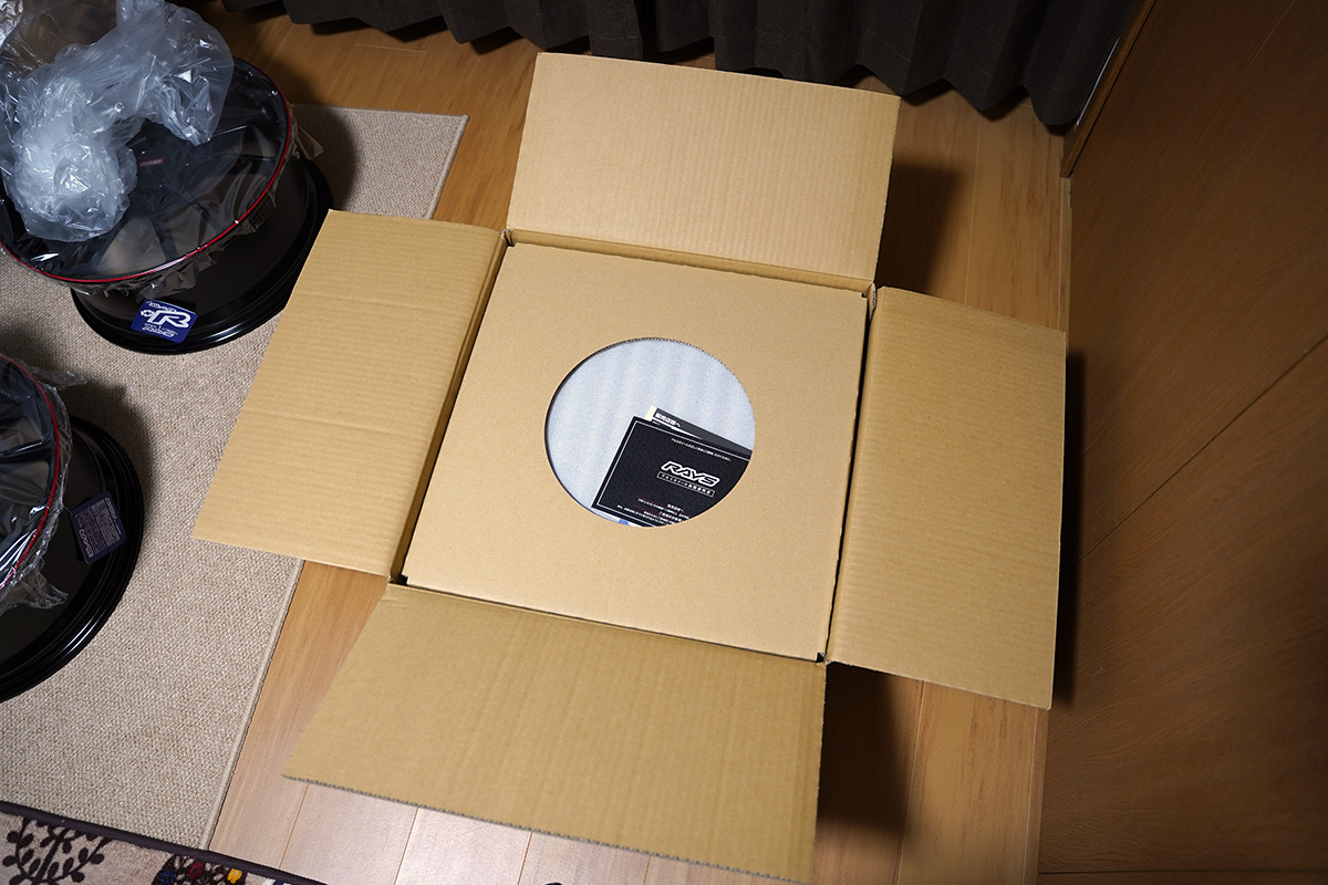 RAYSホイール配送時の梱包