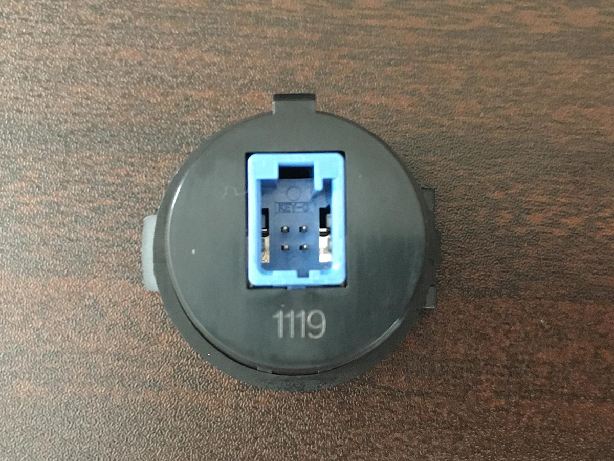 スイフト用スズキ純正USBソケット(コネクタ)