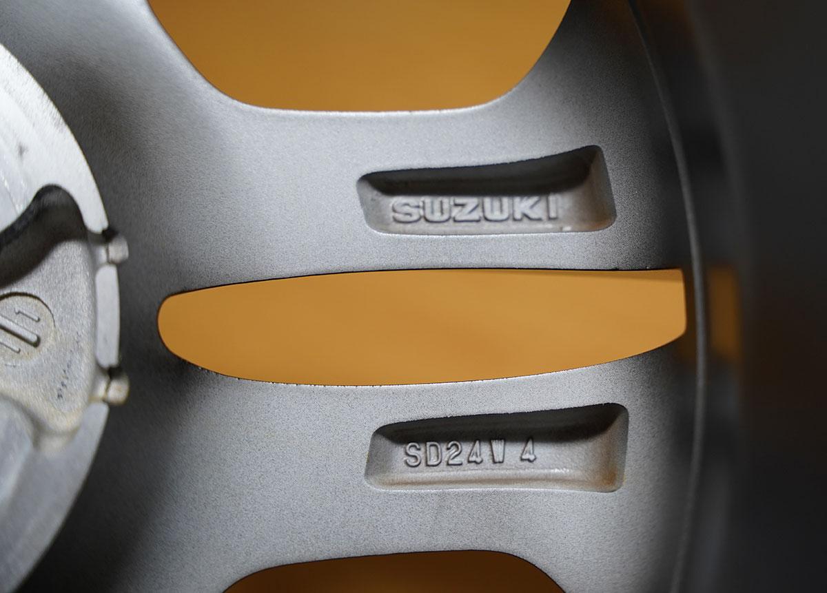 スイフトスポーツZC33S純正装着ホイール(刻印など)
